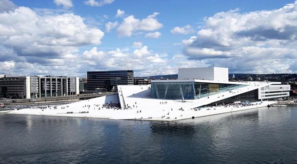 Najsavremenija zgrada Norveške opere, pogled sa zamka Akeršusa, maj 2019