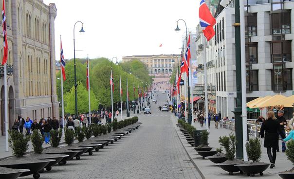 Главна улица Карла Јохана на прочељу Краљевски дворац, мај 2019
